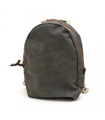 mochila gris oscuro