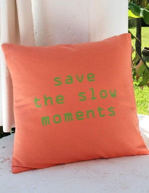 "FUNDA COJIN ""SAVE THE SLOW MOMENTS"" SALMON"